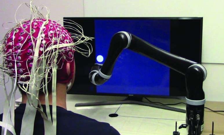 Ученые создали первую роботизированную руку, которая управляется силой мысли - 1