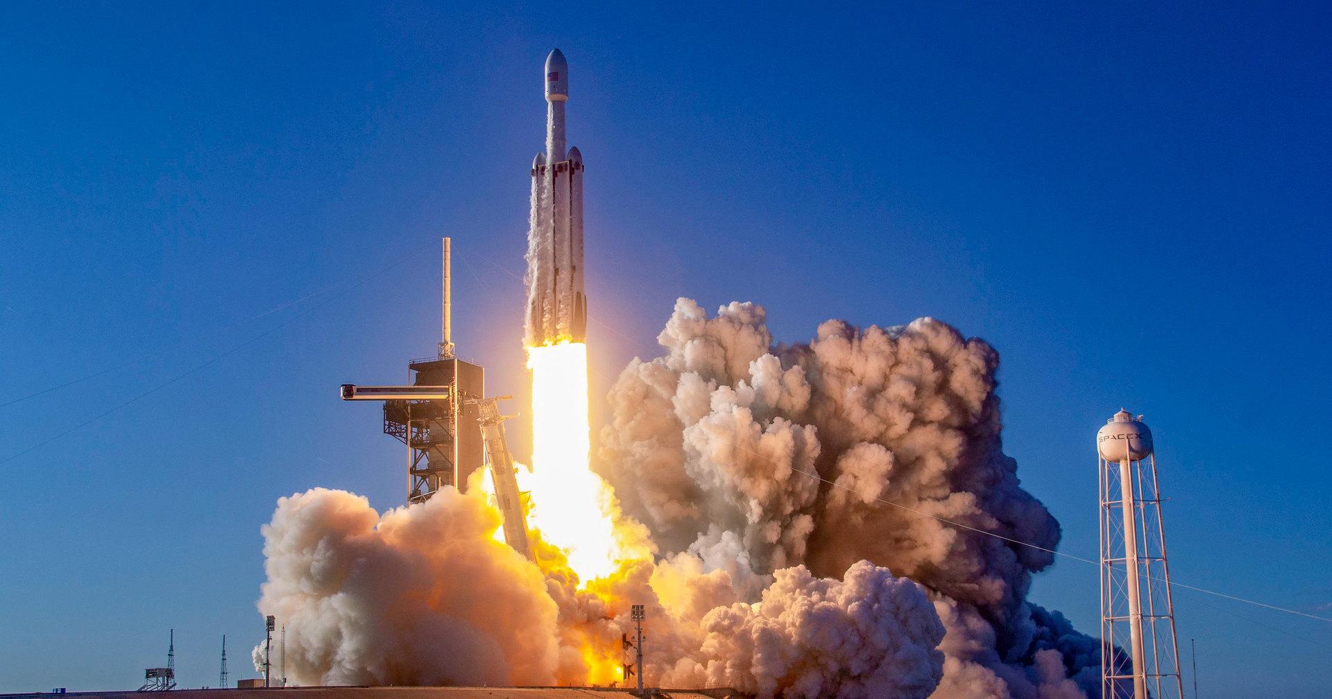 SpaceX похоронит в космосе 152 человека во время запуска Falcon Heavy