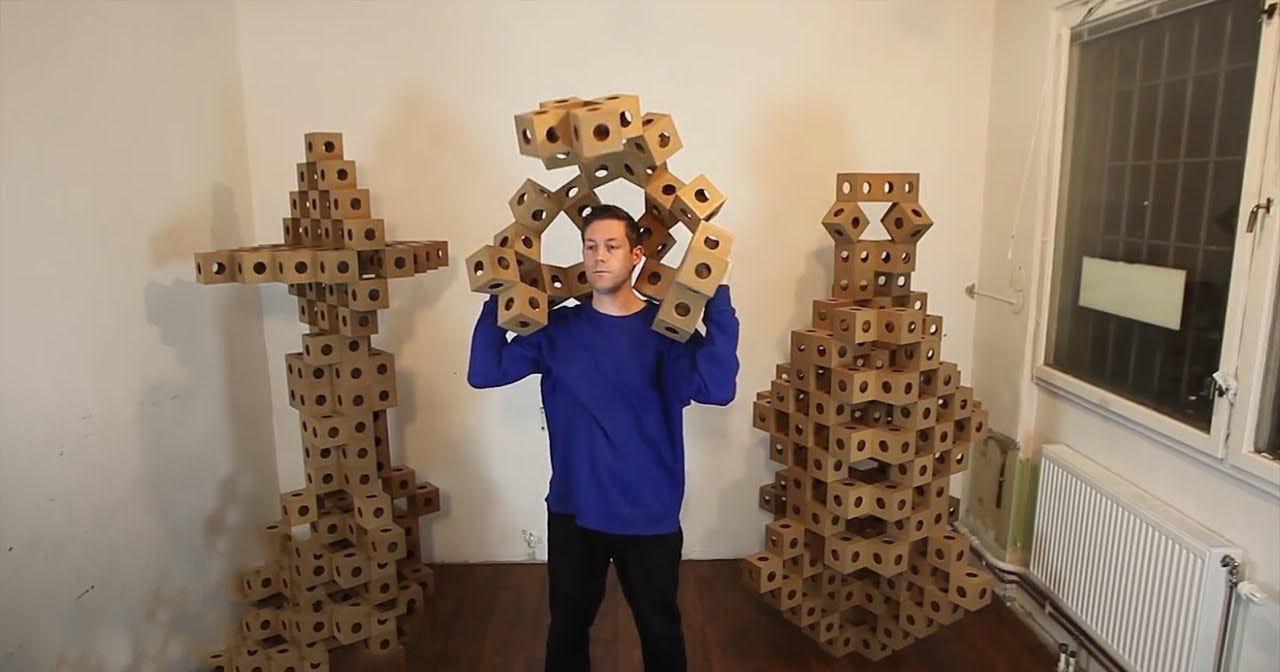 Инженер создает удивительные скульптуры из блоков оригами