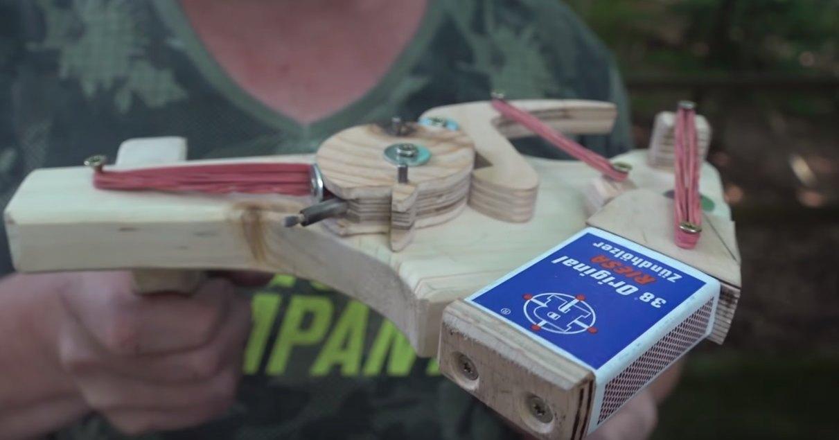 Самый экзотический способ зажечь спичку: инженерия на коленке