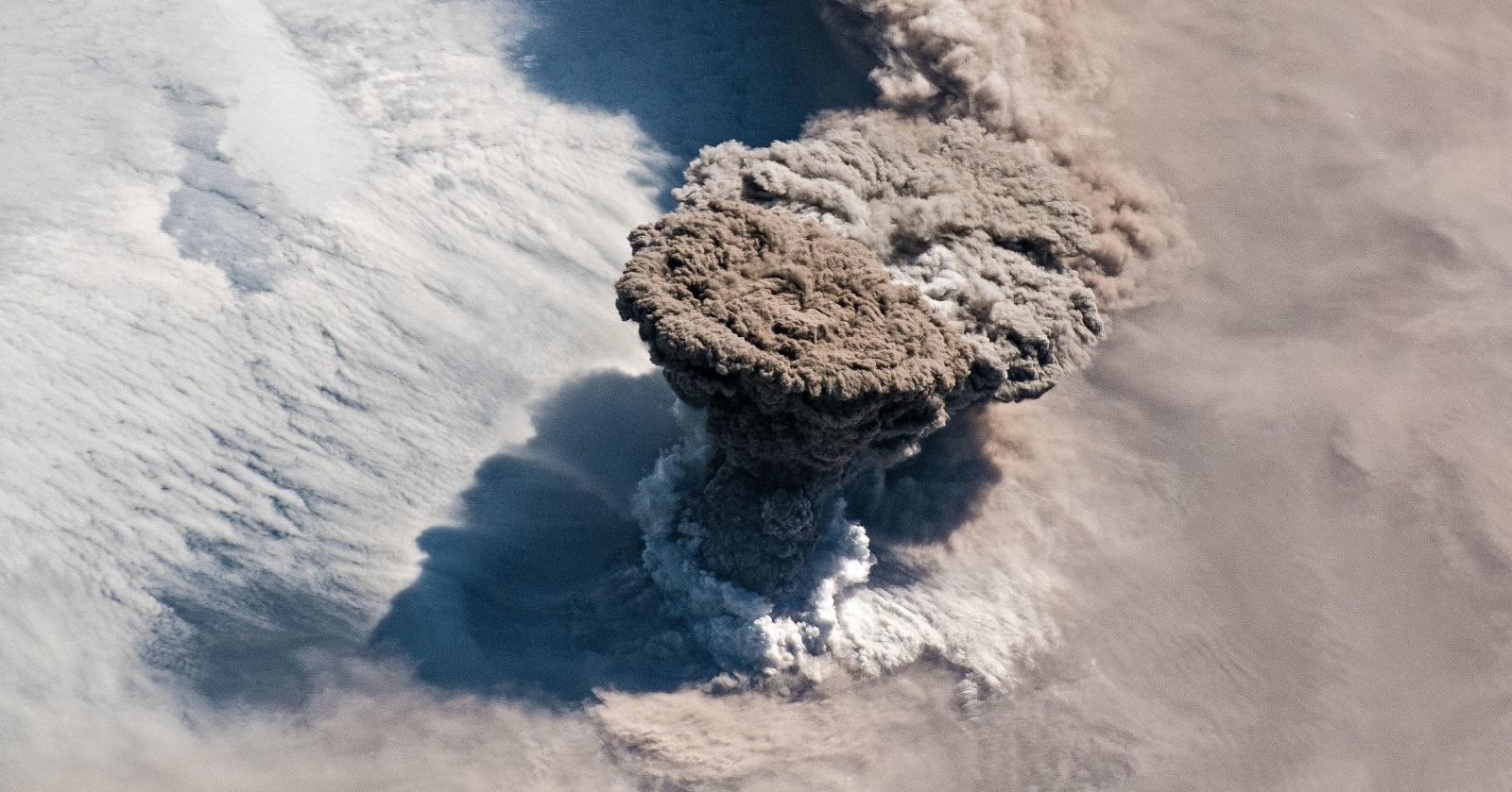 Извержение вулкана Райкоке уничтожило жизнь на острове
