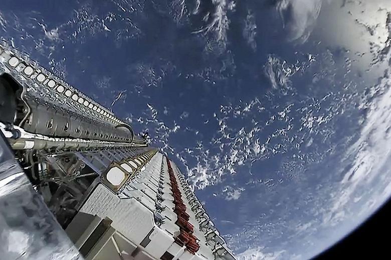 Спустя месяц SpaceX потеряла связь с тремя из 60 спутников Starlink