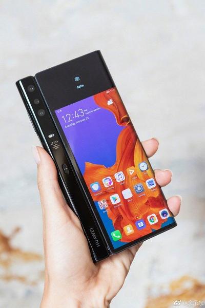 Дороже ожидаемого. Стала известна цена складного смартфона Huawei Mate X 5G с гибким экраном