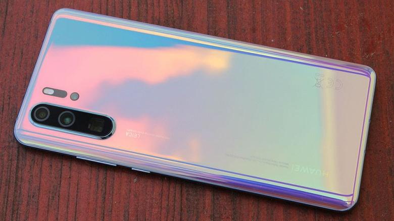 Китайские смартфоны занимают почти половину российского рынка, но лидером остается Samsung