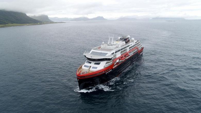 В Арктику отправляется первый круизный лайнер на аккумуляторах