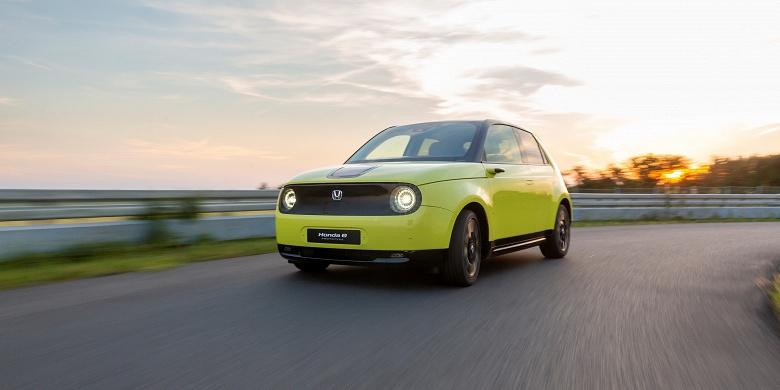 Задний привод и 150 л.с. Стали известны характеристики городского электромобиля Honda e