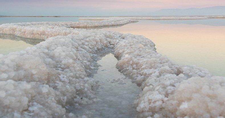 Ученые разгадали загадку кристаллов Мертвого моря