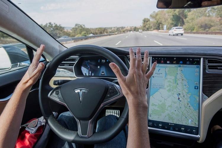 Tesla продемонстрировала работу автоматической системы экстренного торможения следующего поколения