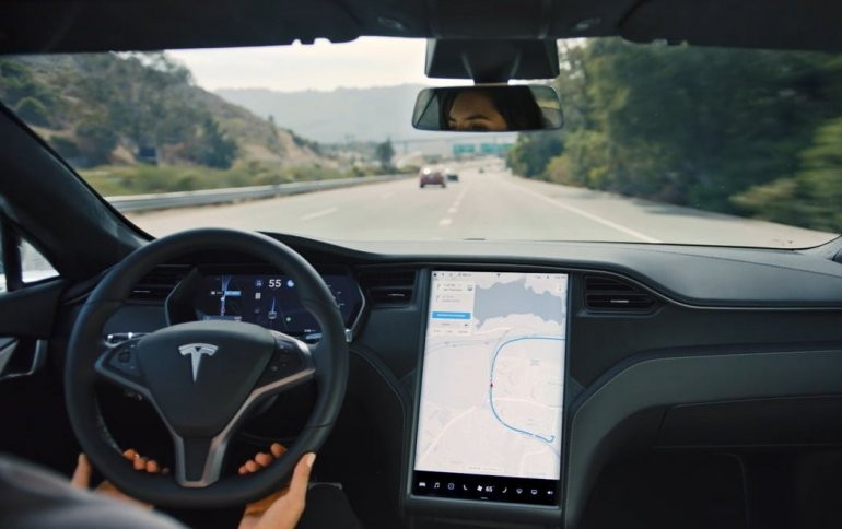 Tesla наделит систему экстренного торможения функцией обнаружения пешеходов и велосипедистов
