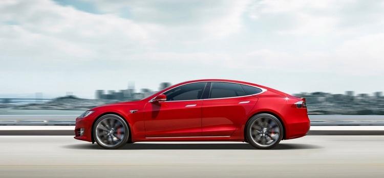 Илон Маск опроверг слуги о выходе обновлений Tesla Model S или Model X