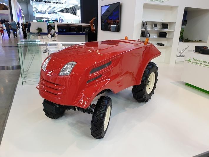Роскосмос показал беспилотный трактор - 2