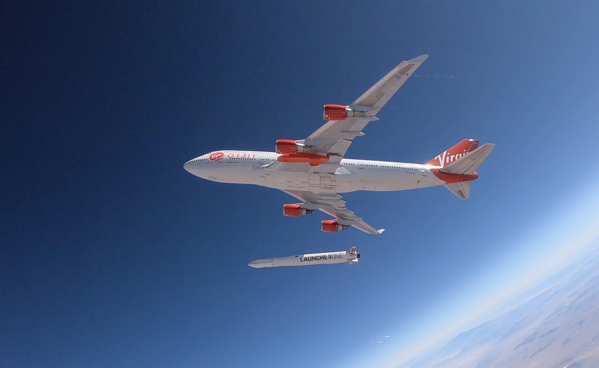 Virgin Orbit Ричарда Брэнсона успешно выполнила тестовый сброс ракеты-носителя с самолета - 1