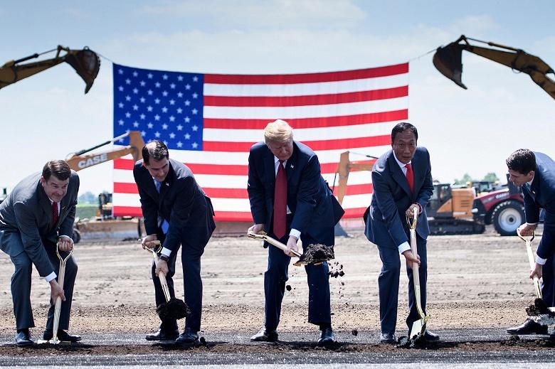 К моменту запуска первый завод Foxconn в США создаст лишь 1500 рабочих мест