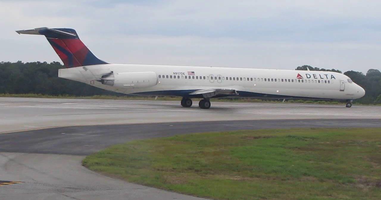 Видео: у самолёта Delta Air прямо в воздухе разрушился двигатель