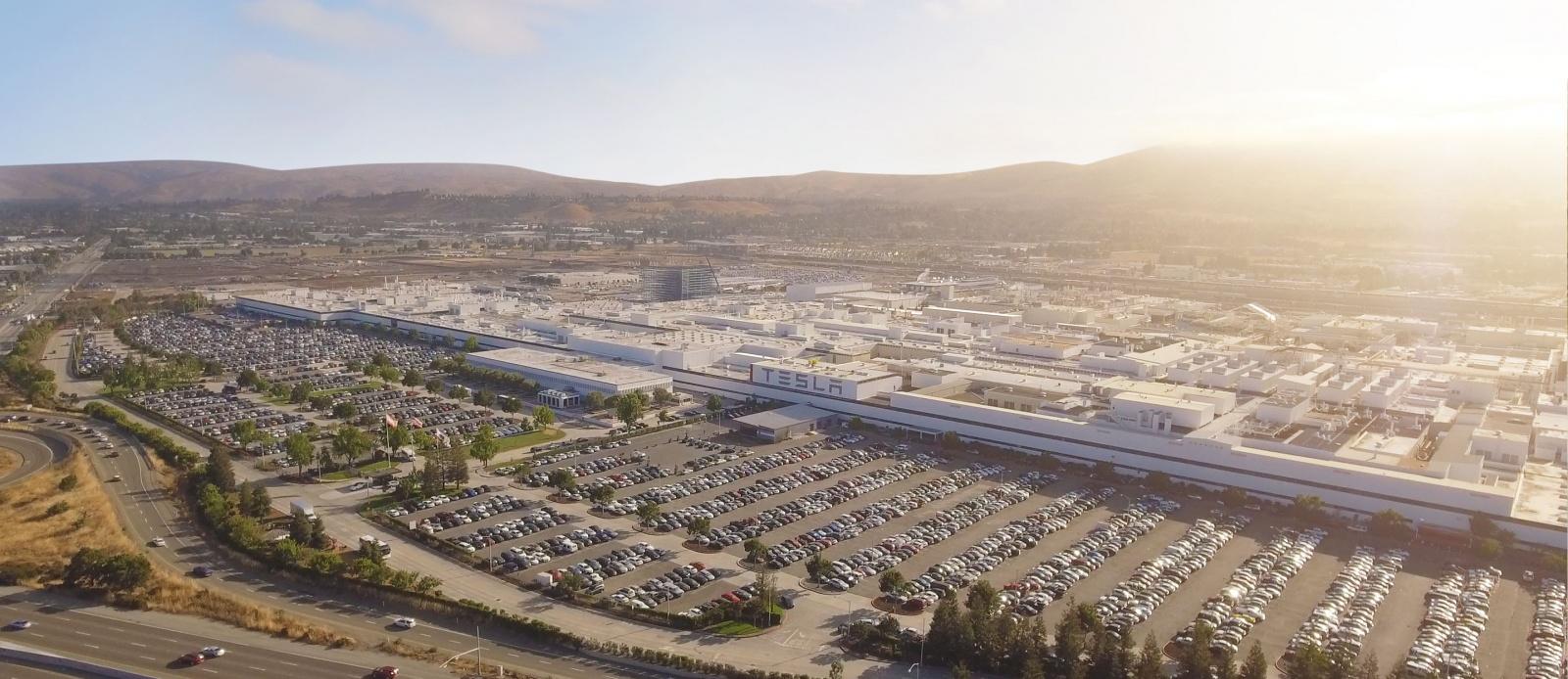 Tesla резко наращивает объемы производства электромобилей - 1