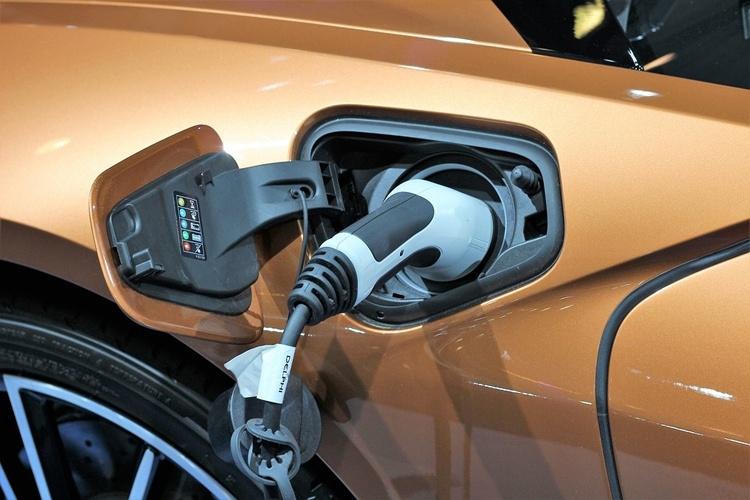 Аккумуляторы для электрокаров могут подешеветь практически вдвое к 2022 году