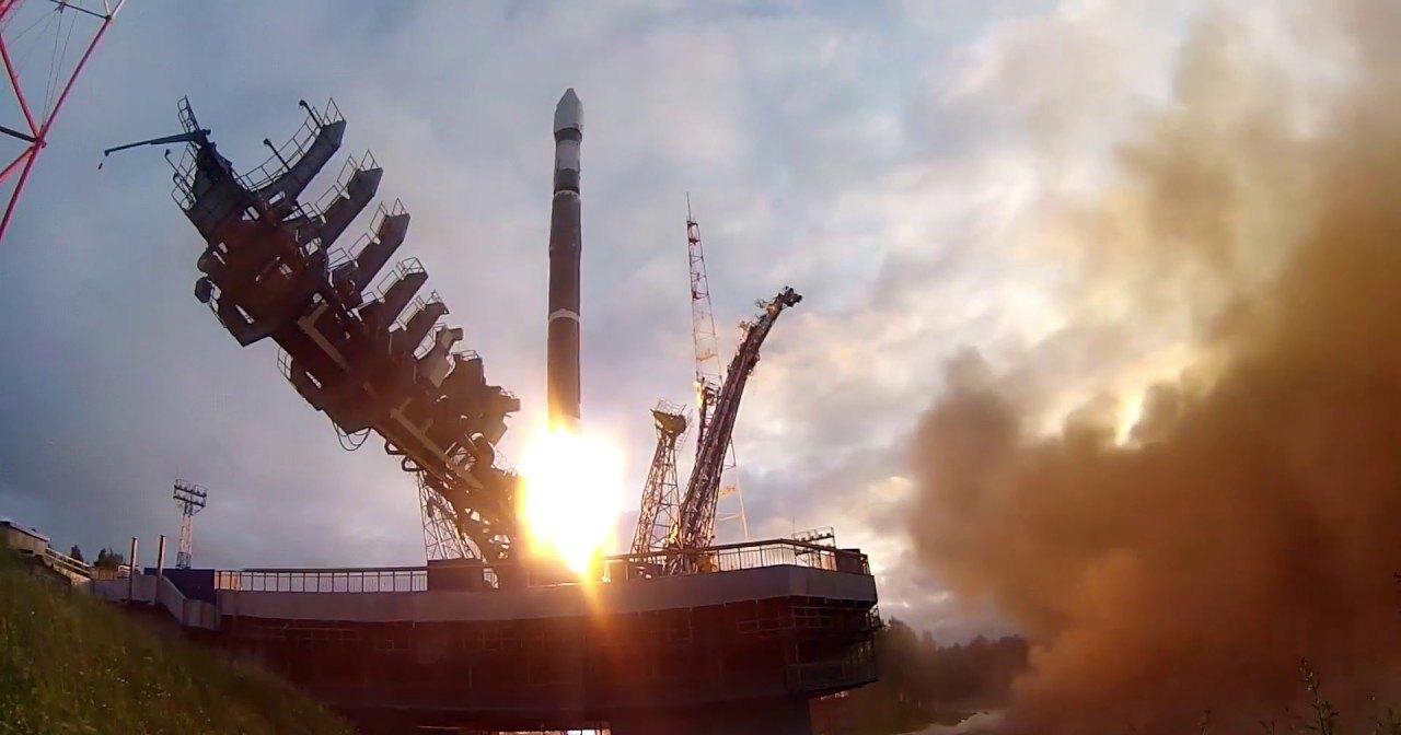 С Плесецка запущены четыре секретных спутника
