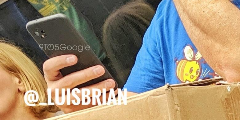 Фото дня: настоящий Google Pixel 4 замечен в лондонском метро