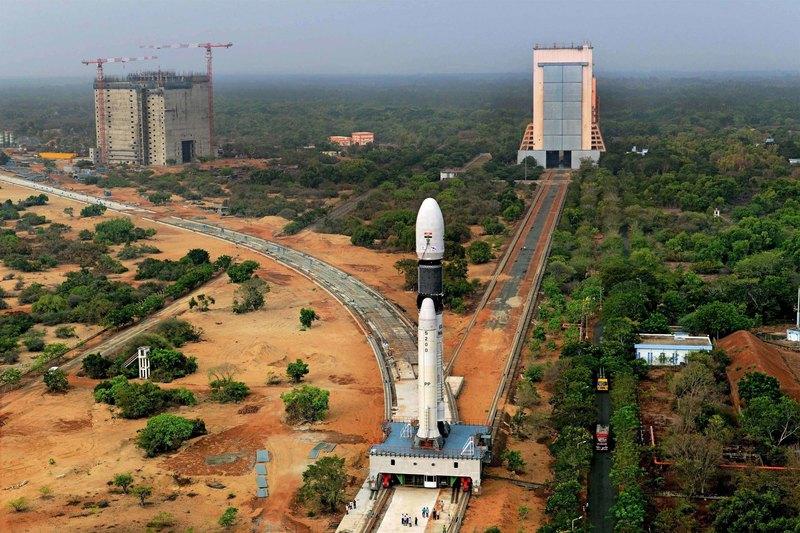 Прямая трансляция запуска первого индийского лунохода