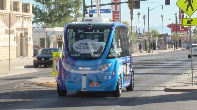 Власти США завершили расследование аварии робоавтобуса, которая произошла в 2017 году - 1