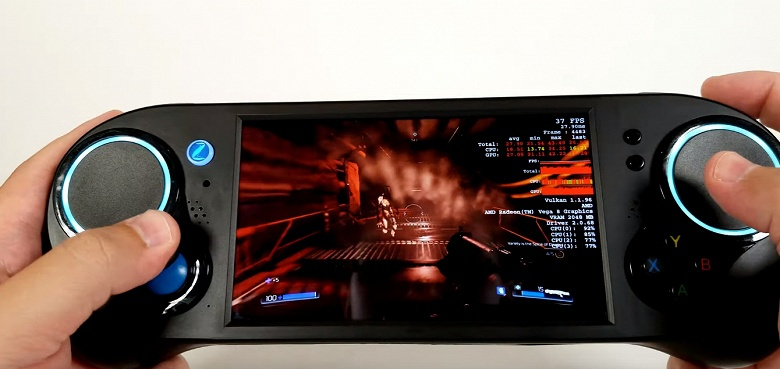 Видео дня: распаковка и первые тесты Smach Z — самой производительной портативной игровой консоли с Windows 10