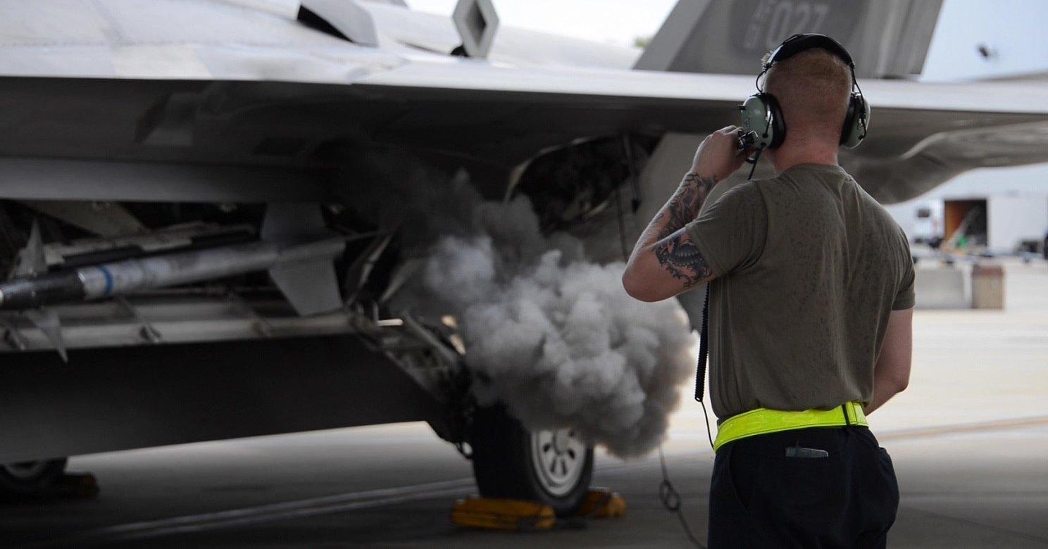 F-22 проверили в режиме «горячего кресла»: видео