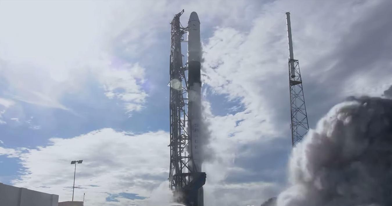 SpaceX запустила к МКС корабль Dragon с новым стыковочным узлом
