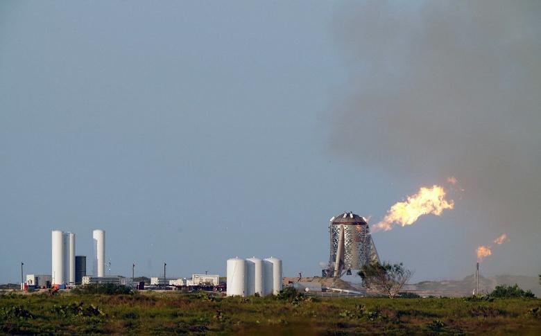 На этот раз — без пожара. Испытание космического аппарата SpaceX Starhopper пришлось прервать, когда двигатель уже работал