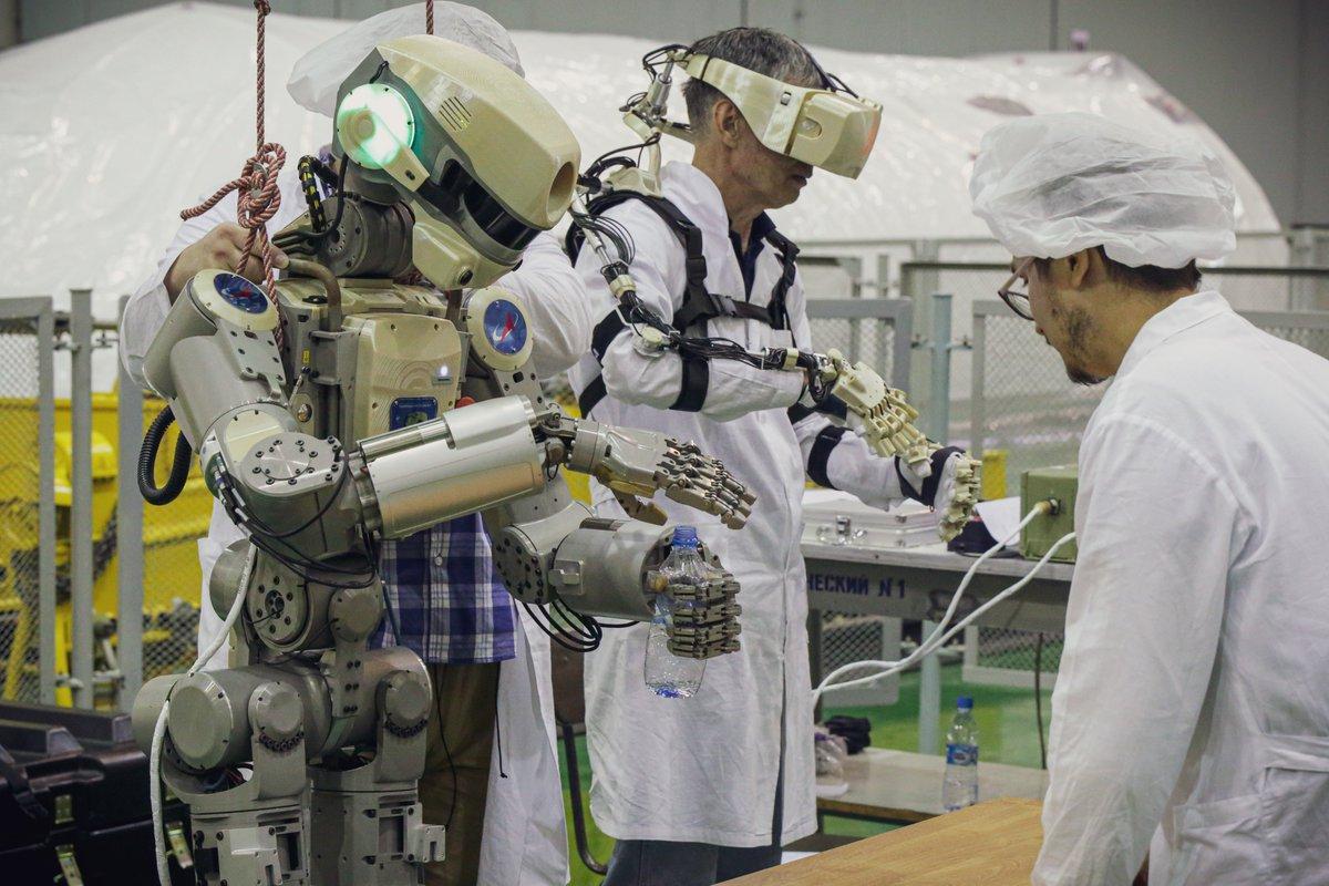 Робот FEDOR (Skybot F-850) учится… открывать бутылку и брать отвертку - 10