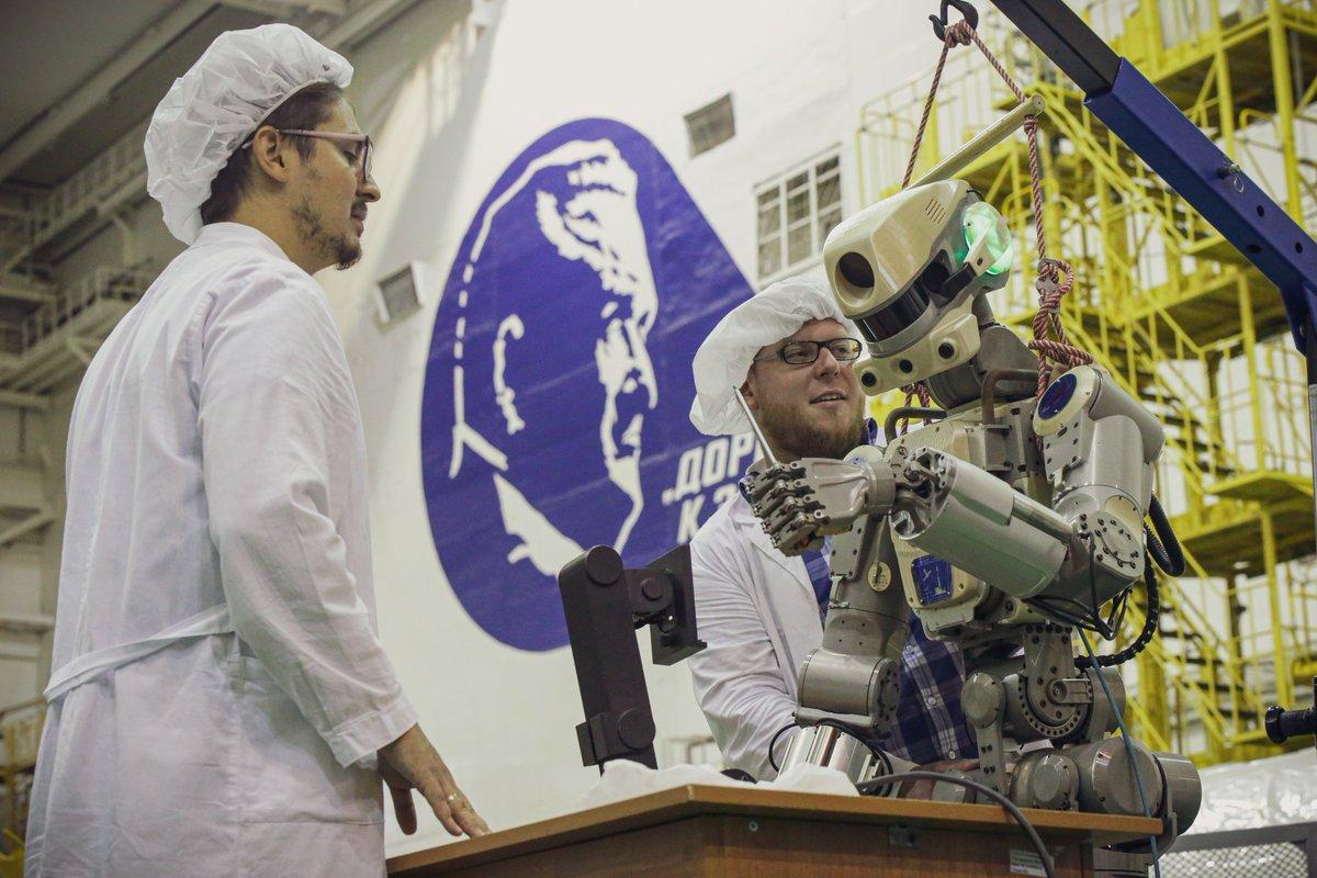 Робот FEDOR (Skybot F-850) учится… открывать бутылку и брать отвертку - 14