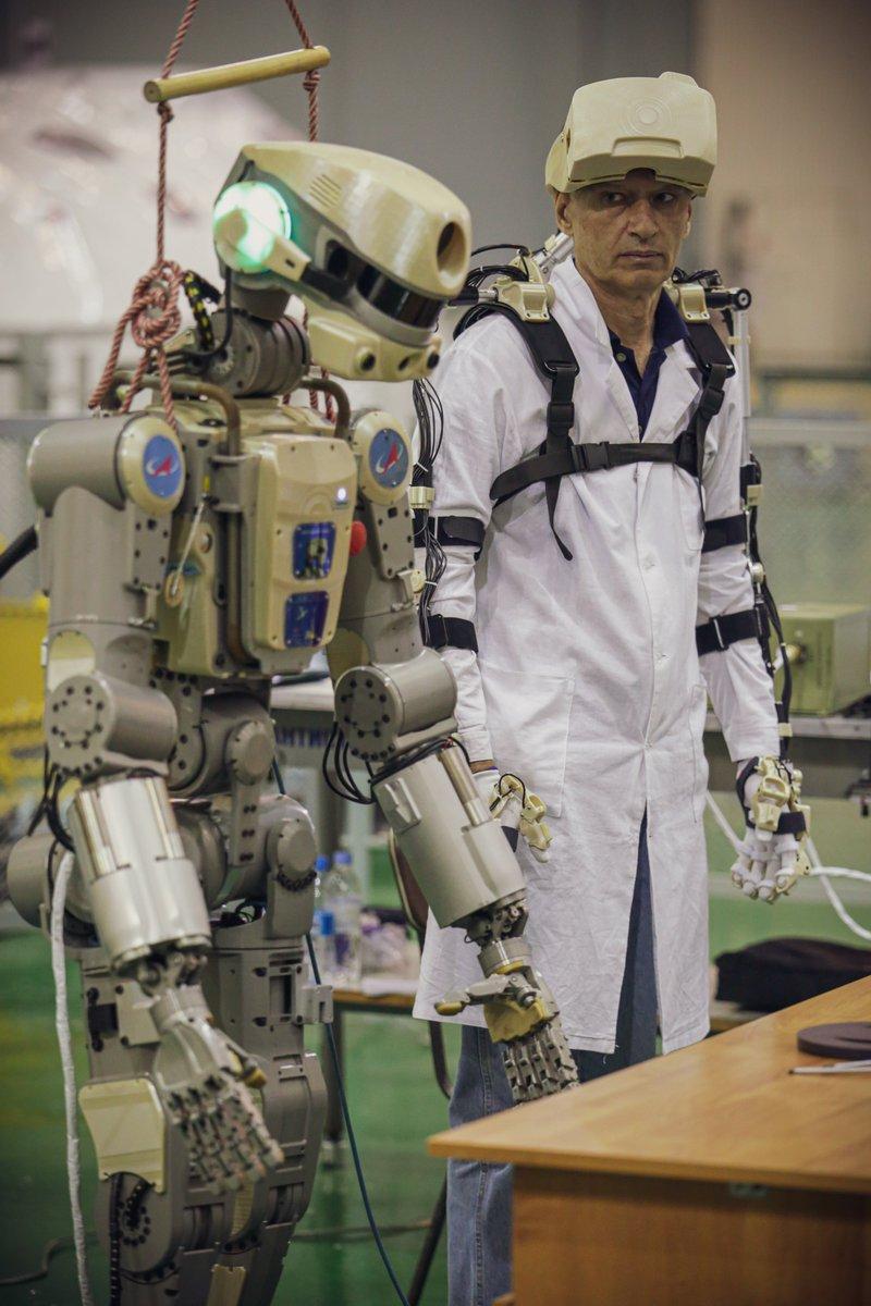 Робот FEDOR (Skybot F-850) учится… открывать бутылку и брать отвертку - 15