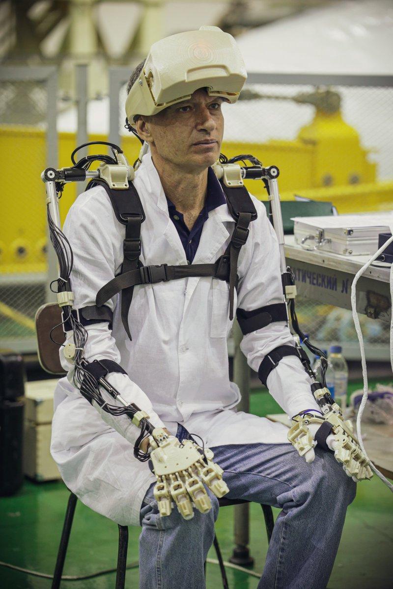 Робот FEDOR (Skybot F-850) учится… открывать бутылку и брать отвертку - 16