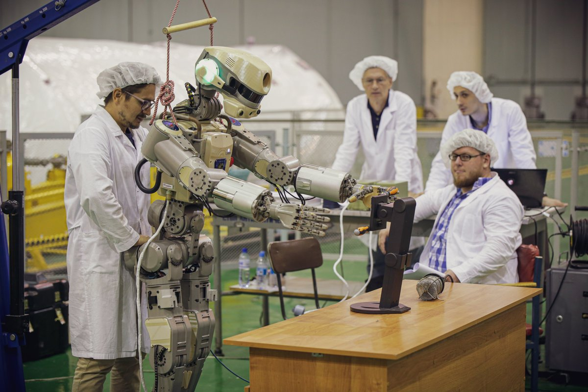 Робот FEDOR (Skybot F-850) учится… открывать бутылку и брать отвертку - 17