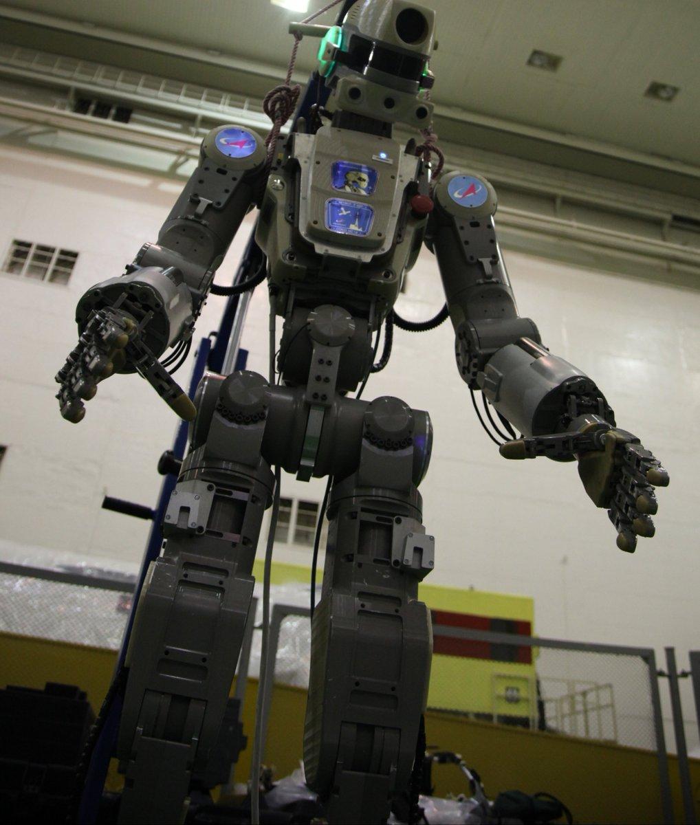 Робот FEDOR (Skybot F-850) учится… открывать бутылку и брать отвертку - 6