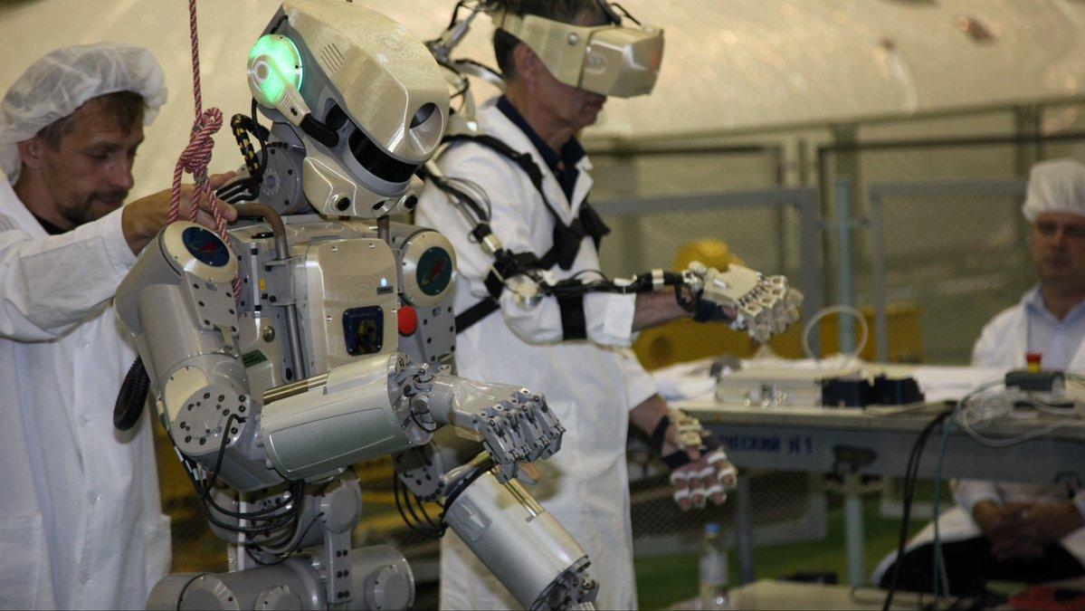 Робот FEDOR (Skybot F-850) учится… открывать бутылку и брать отвертку - 7