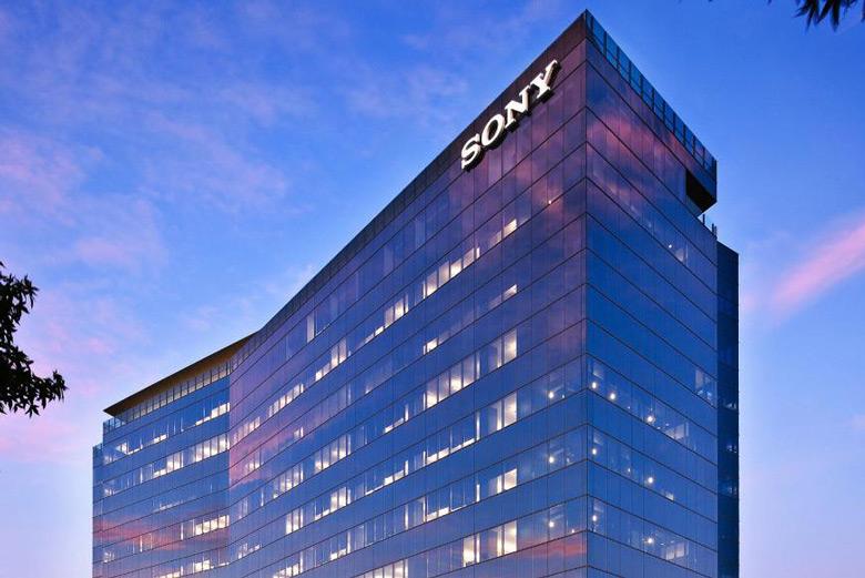 За год выручка Sony почти не изменилась, однако чистая прибыль обрушилась на треть - 1