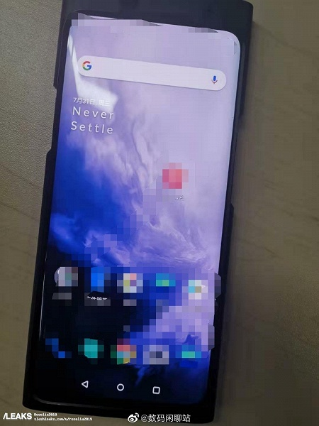 Флагманский смартфон OnePlus 7T впервые позирует на живых фото