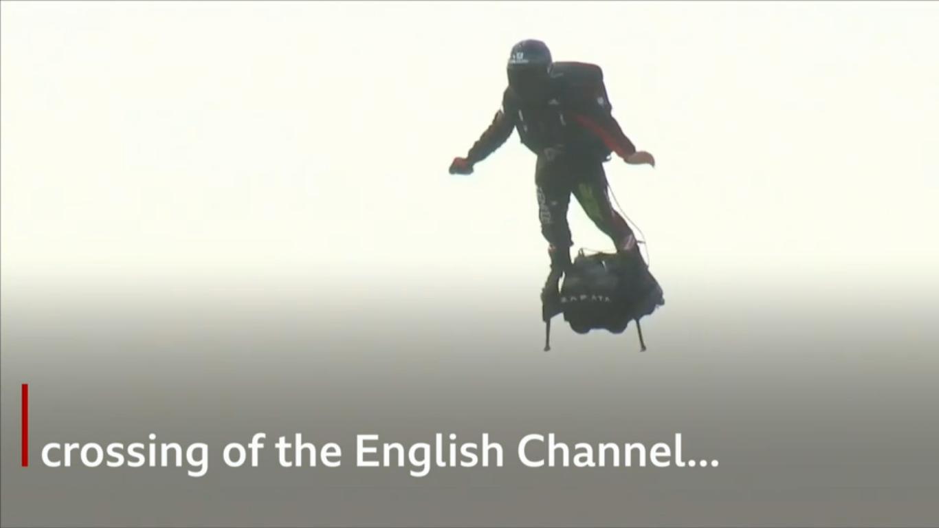 Французский изобретатель пересек Ла-Манш на самодельном флайборде - 4