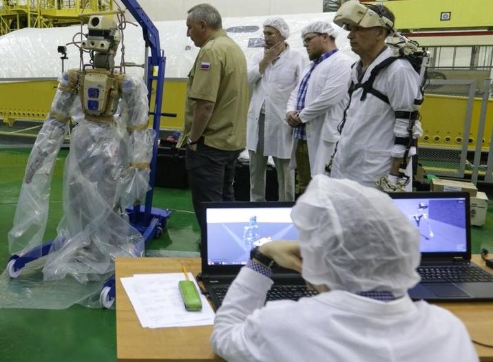Совет главных конструкторов по российскому сегменту МКС разрешил запуск корабля «Союз МС-14» с роботом FEDOR - 1