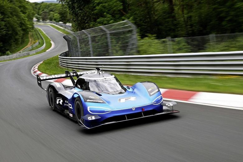Компания Volkswagen раскрыла подробности о рекордном заезде электромобиля ID.R по трассе Нюрбургринг