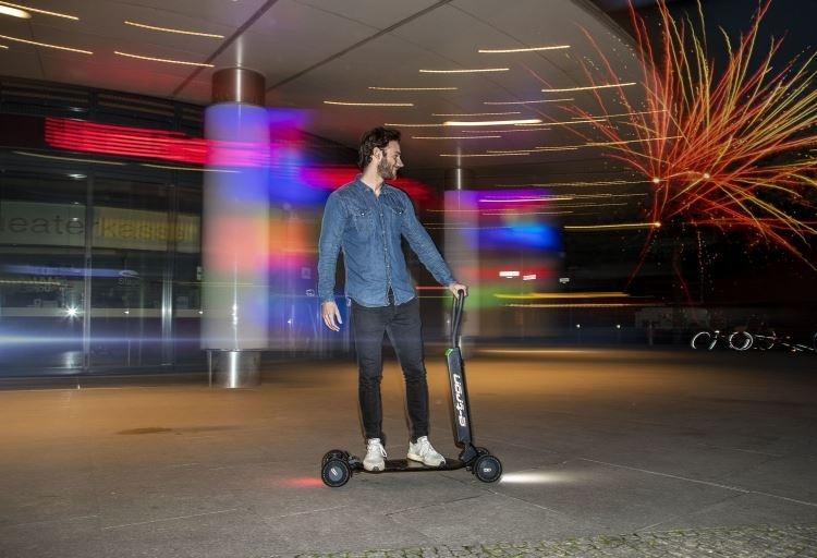 Audi представила электрический самокат e-Tron Scooter с запасом хода в 20 км