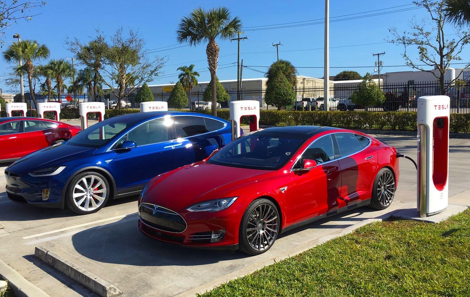 Tesla Model S и Model X можно снова бесплатно заряжать «суперчарджером» - 3