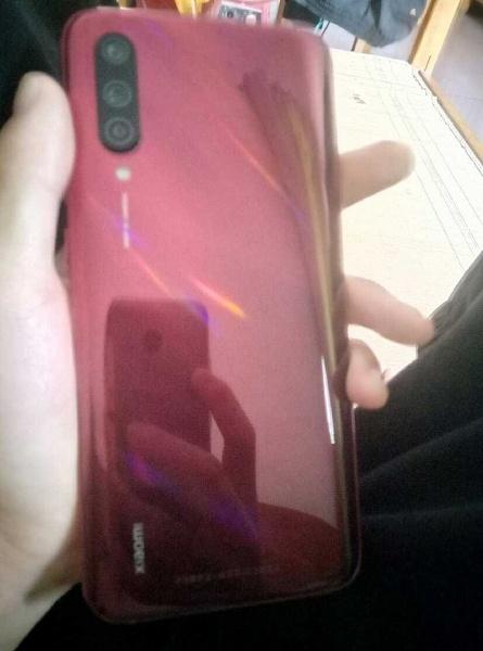 Фотография отмененной версии Xiaomi Mi CC9
