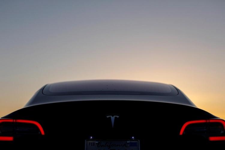 Регулятор взял в оборот Tesla из-за хвастовства по поводу высокой безопасности Model 3