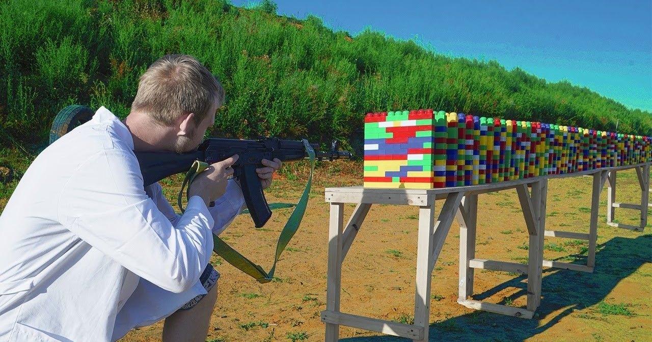 Сколько деталек LEGO остановят пулю: тест на прочность
