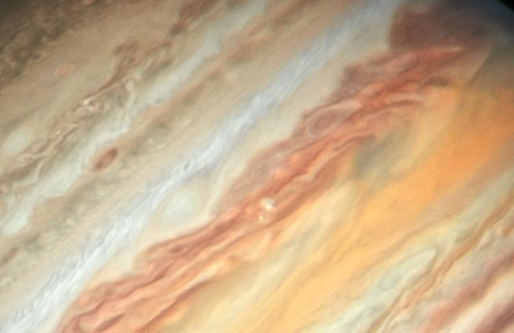 Фото дня: новый взгляд «Хаббла» на Юпитер и его Большое красное пятно