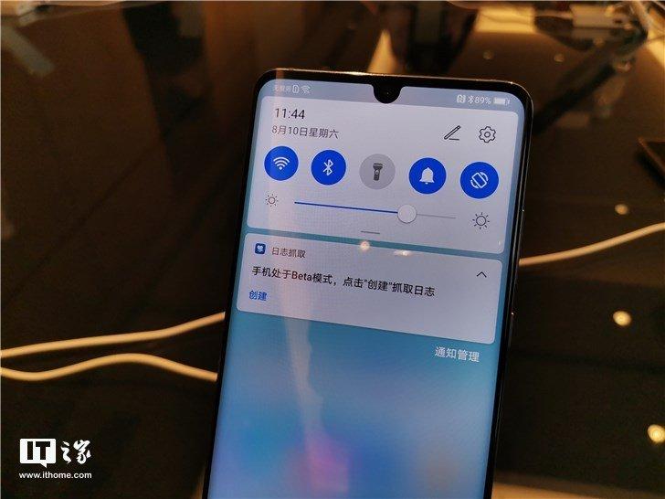 Фотогалерея дня: интерфейс EMUI 10 в смартфоне Huawei P30 Pro