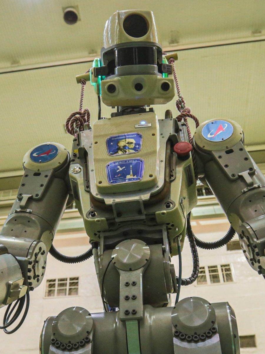 Первые видеокадры с роботом FEDOR (Skybot F-850) с Байконура и его размещение в кресле пилота - 10
