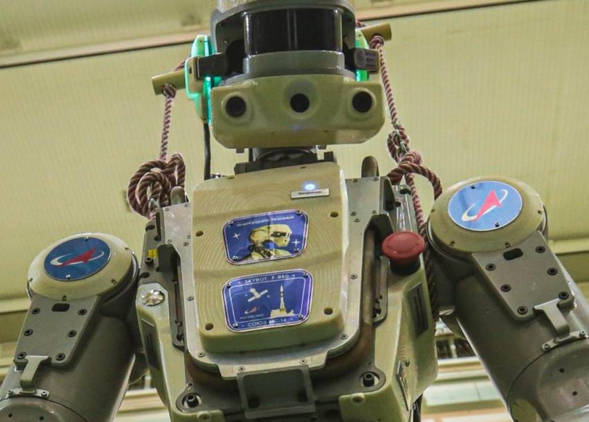 Первые видеокадры с роботом FEDOR (Skybot F-850) с Байконура и его размещение в кресле пилота - 11