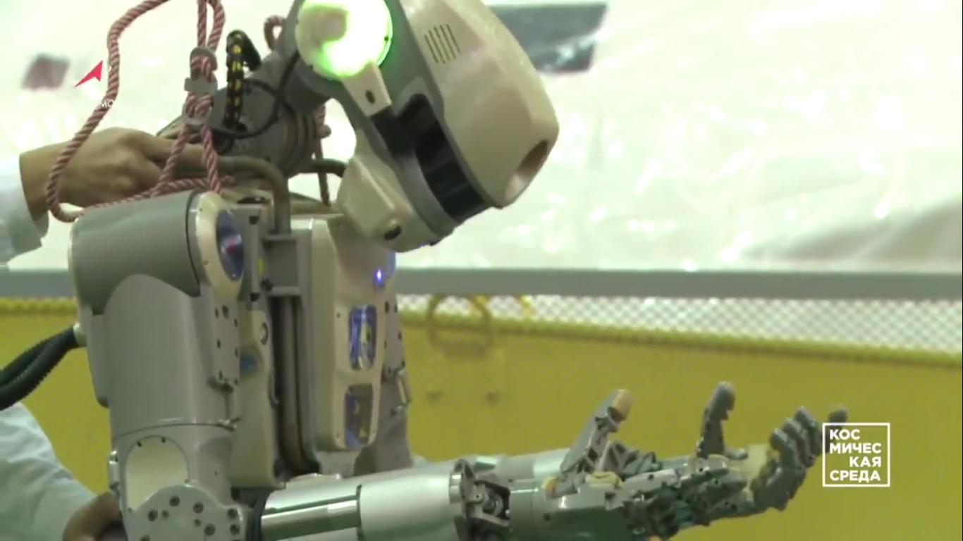 Первые видеокадры с роботом FEDOR (Skybot F-850) с Байконура и его размещение в кресле пилота - 9